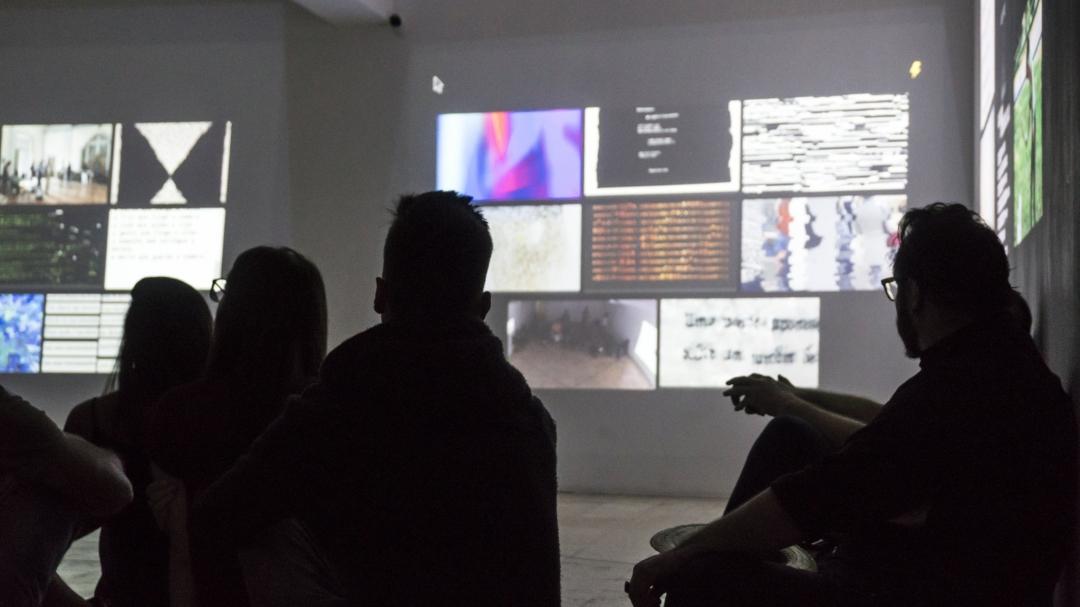 [DES]CONEXÃO: instalação ciberpoética