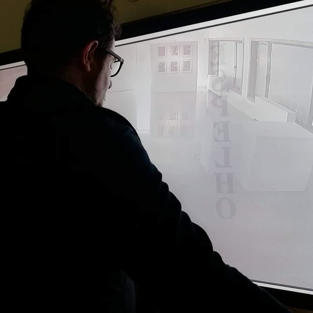 ESPELHO: uma releitura visual de Espelho, da autoria de Abílio José Santos